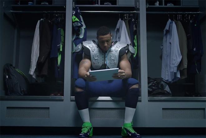 Reklama e re për tabletin Surface ka në qendër yjet e futbollit amerikan