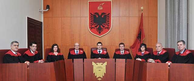 Gjykata Kushtetuese rrëzon vendimin e Qeverisë për IMEI-n e celularëve