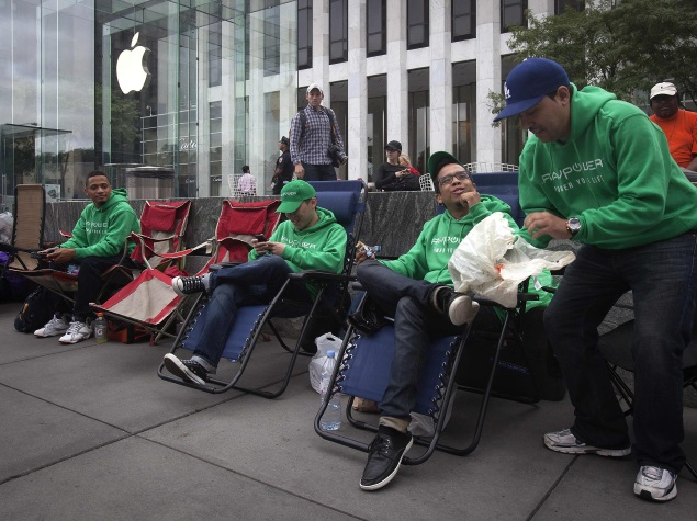 people_oytside_apple_centre_reuters