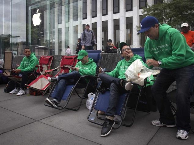 people_oytside_apple_centre_reuters