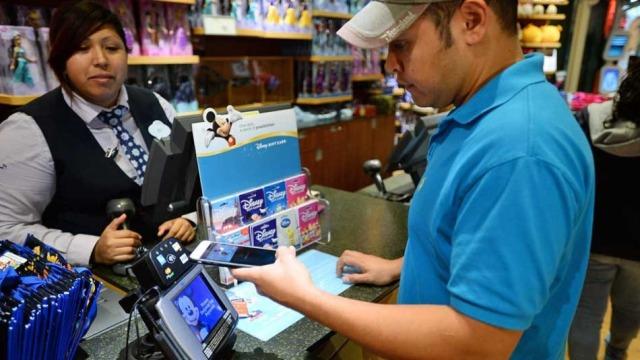 Shërbimi Apple Pay pezullohet në shumë dyqane
