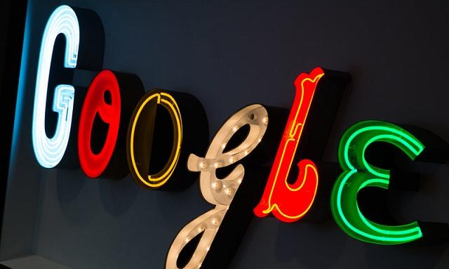 Raport: Google po përgatitet të ndërtojë një televizor gjigant përmes ekraneve të vegjël