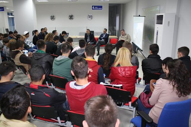 Krimet kompjuterike, drejtori i Policisë së Tiranës takim me studentë të Fakultetit të IT-së