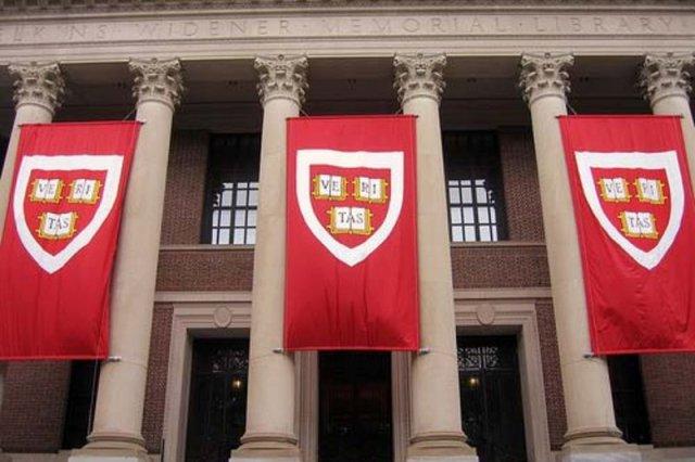 Universiteti Harvard instalon kamera të fshehura për të monitoruar studentët