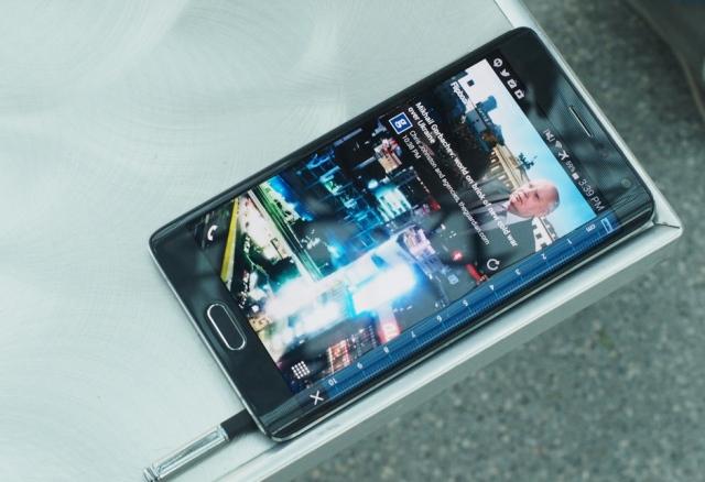 """Vështrim: Samsung Galaxy Note Edge, një eksperiment, inovacion apo """"dredhi"""""""