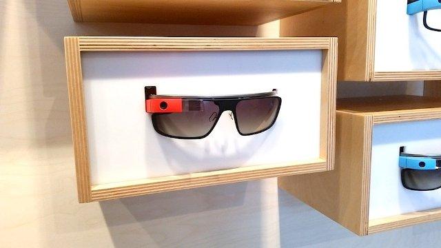 Google po mbyll dyqanet Google Glass, shumica i blejnë syzet inteligjente online