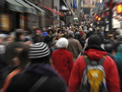 manhattan-fifth-avenue-people-walking-crowd-crowded-3