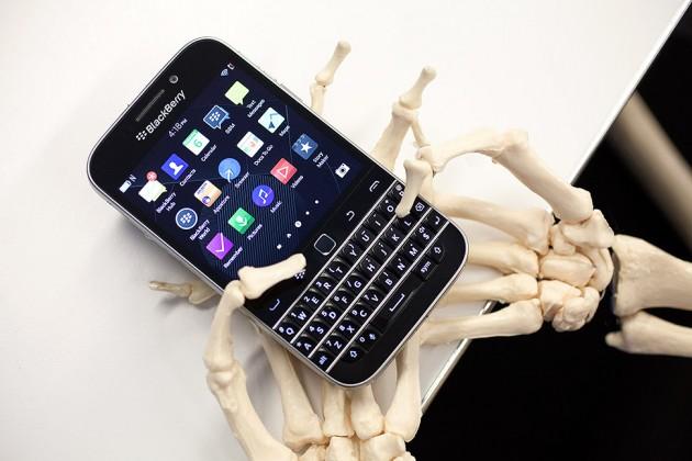 Smartfoni Blackberry Classic në të gjithë madhështinë e tij (Foto)