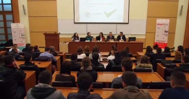 Ministrja Harito bashkëbisedim me studentët Universitetit Politeknik të Tiranës