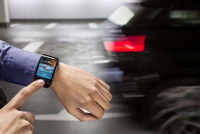 BMW po punon për ndërtimin e makinave që parkohen me anë të një ore inteligjente