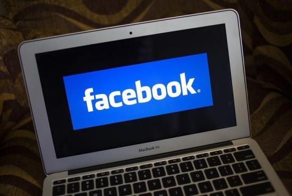 Zyrtari i rregullatorit të internetit kinez mirëpritet në kampusin e Facebook