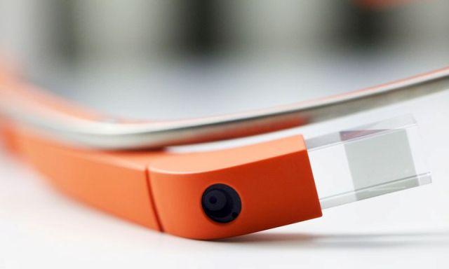 Google Glass do të rikthehet me një model të ri në 2015 në bashkëpunim me Intel