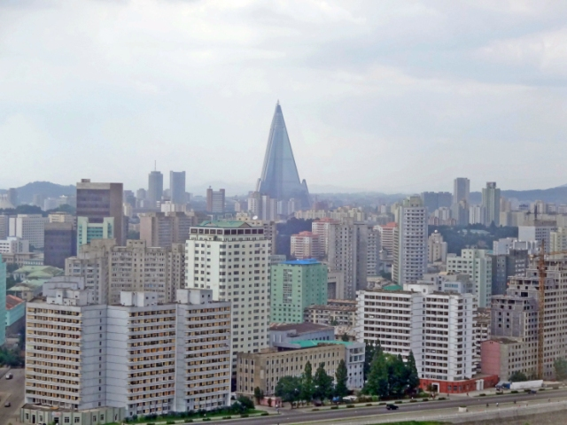 pyongyang_as_seen_from_yanggakdo_hotel_view_north_close