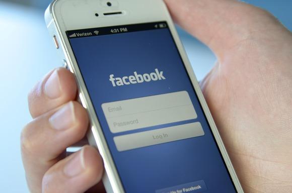 Facebook fillon spastrimin e përmbajtjeve të rreme në rrjetin social