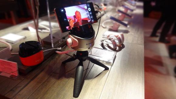 lenovo-selfie-robot-100540046-large