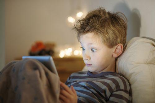 Hulumtuesit thonë se qëndrimi para ekraneve për një kohë të gjatë dëmton gjumin