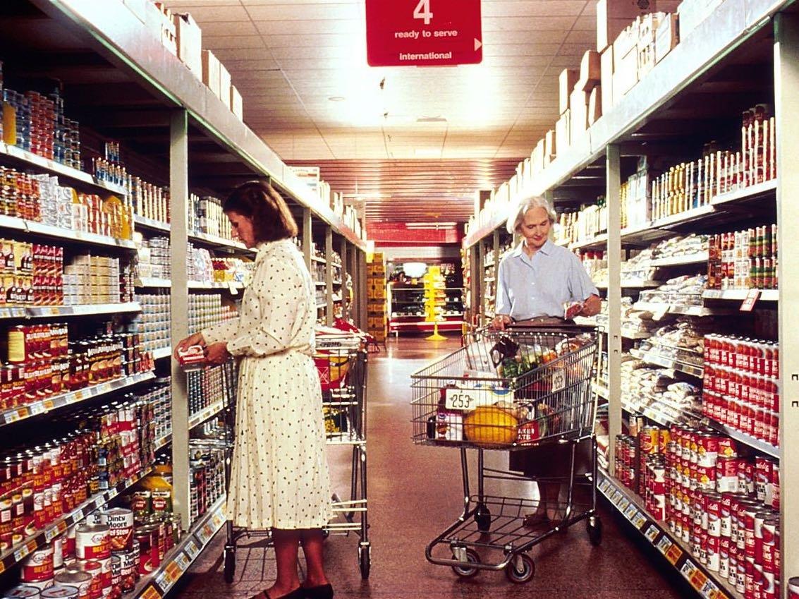 women-grocery-shopping-spending
