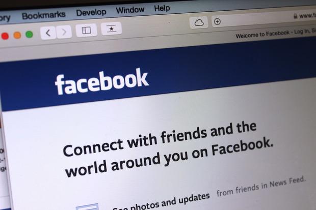 Facebook po aplikon ndryshime të reja në furnizuesin e lajmeve. U jep prioritet përmbajtjeve të miqve