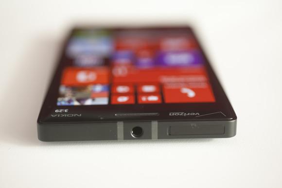 Shfaqen shenjat e para një telefoni Lumia të parametrave të lartë me platformën mobile Windows 10