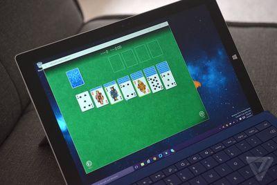 Microsoft risjell lojën e famshme Solitare në Windows 10