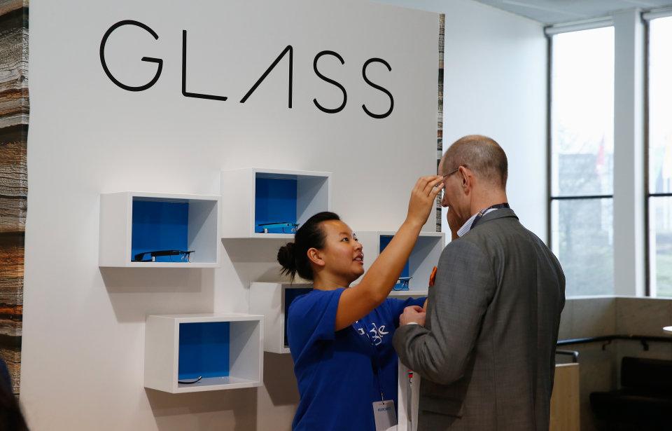 Google është duke testuar një version të ri të syzeve inteligjente Google Glass