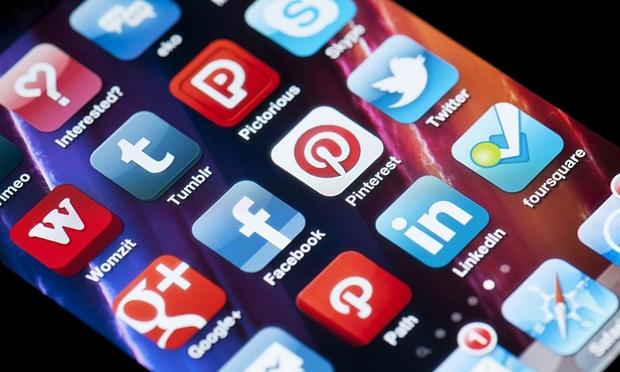 Facebook gati të rivalizojë Twitter me një aplikacion të ri lajmesh