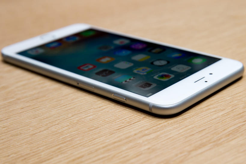 Apple iPhone 6S vs Samsung Galaxy S6, LG G4 and Sony Xperia Z5 Premium