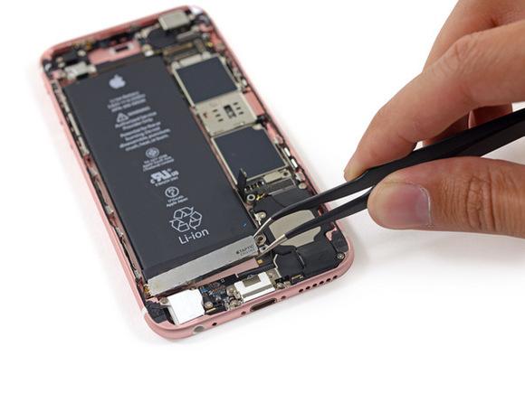 Demontimi i iPhone 6S nxjerr në pah një bateri më të vogël dhe sensorët e prekjes 3D