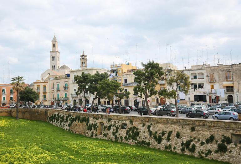 Inovacion në kohë krize: Pse qyteti italian i Barit braktisi Microsoft në favor të softuerit të lirë?