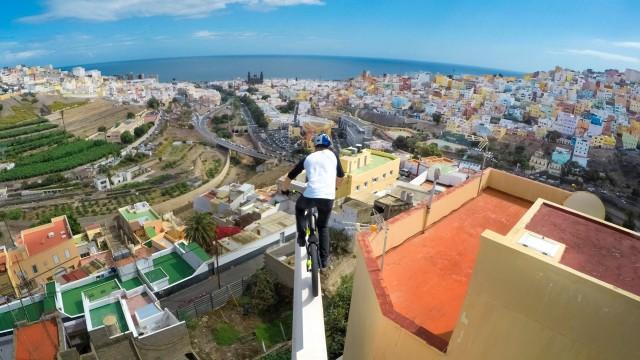 Çiklisti skocez, Danny MacAskill, në një aventurë të vërtetë në video promocionale të GoPro