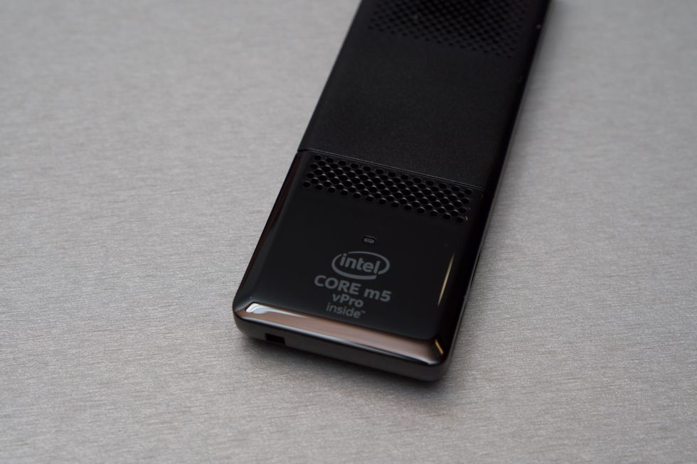 Intel zbuloi gjeneratën e re të mini kompjuterave Compute Stick me proçesorë Skylake