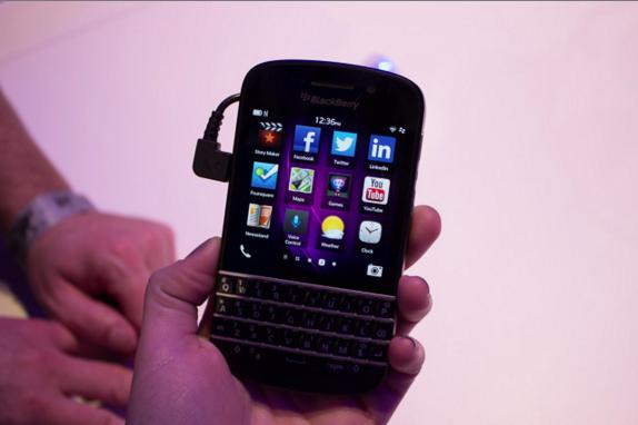 BlackBerry revoltohet ndërsa Facebook i jep fund mbështetjes për BlackBerry 10