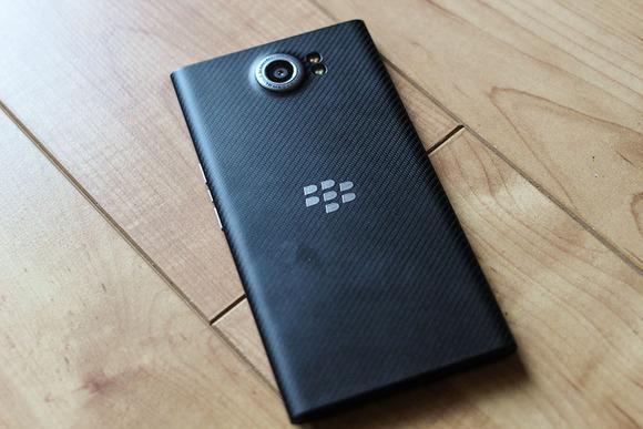 John Chen: BlackBerry do të sjellë dy telefonë Android në 2016-tën përpara se të vendosë fatin e biznesit të telefonëve
