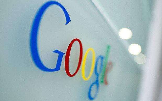 Google teston ndryshime radikale duke ndryshuar ngjyrën e lidhjeve nga blu në të zezë