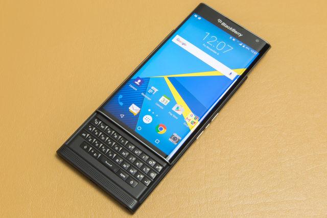 """Raportohet se BlackBerry po """"vuan"""" në tregun e telefonëve Android"""