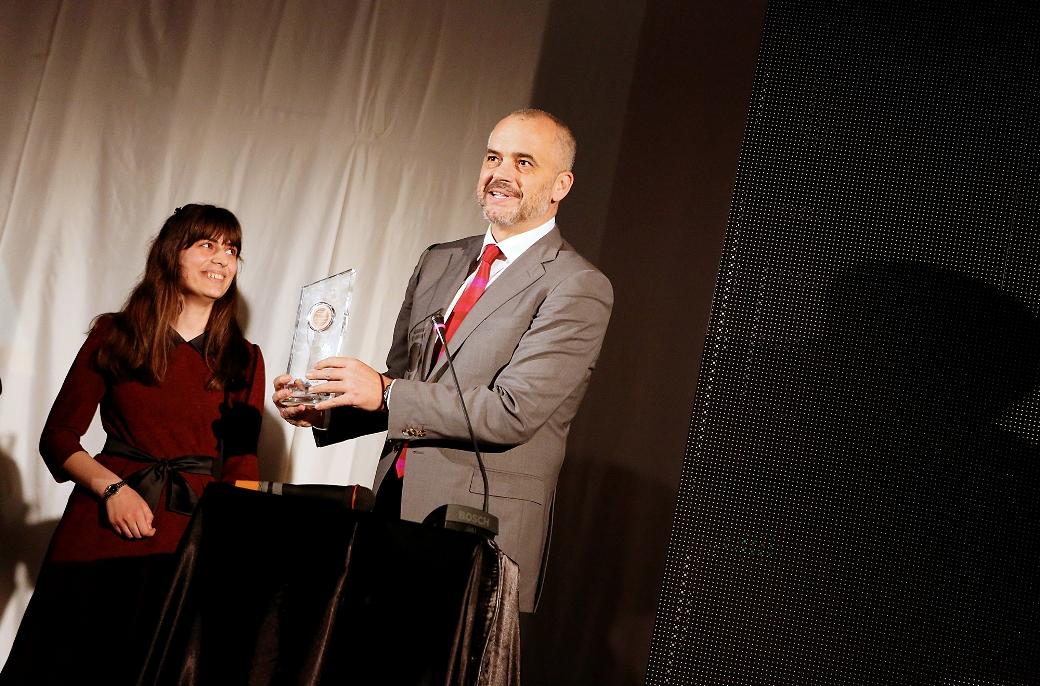 Ylli në Ngritje i Albanian ICT Awards II, Evis Hoxha, shpallet fituese e bursës Google Anita Borg