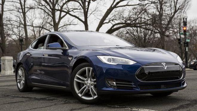 Bateria e Tesla Model S shpërtheu në flakë, makina shkatërrohet brenda 5 minutave