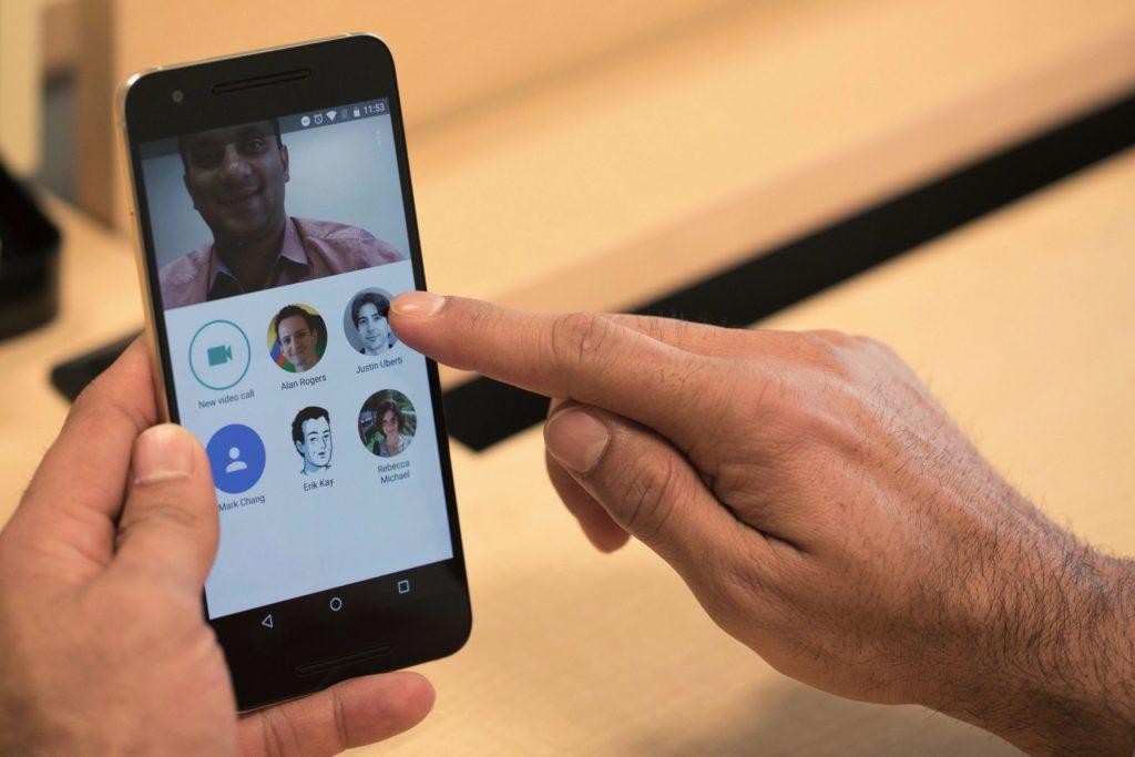 Google debutoi aplikacionin Duo, në fokus video thirrjet