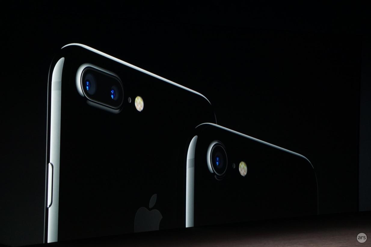Apple prezanton iPhone 7: Kufje wireless, rezistent ndaj ujit, procesor Apple A10 Fusion dhe dy kamera të pasme
