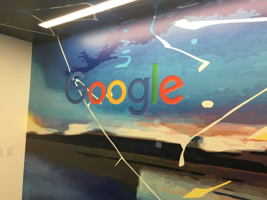 google-wall-novet-930x698