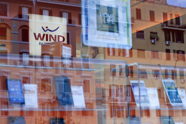 Shkrirja e Wind dhe 3 merr dritën jeshile nga autoritetet Italiane