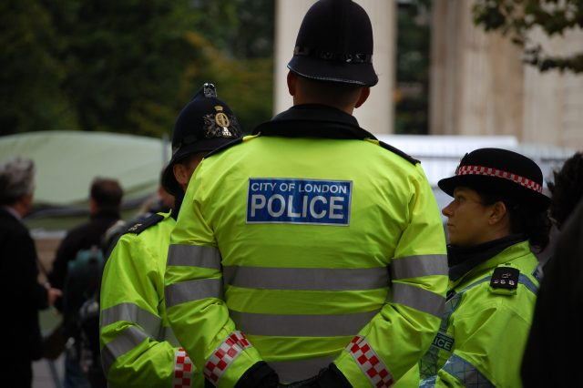 Policia Londineze pajis 22,000 oficerë me teknologji të rregjistrimit audio dhe video