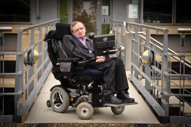 Stephen Hawking deklaratë të fuqishme dhënë studentit Shkodran lidhur me inteligjencën artificiale