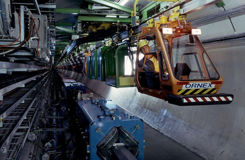 """TIM është roboti që inspekton tunelin e """"Large Hadron Collider"""""""