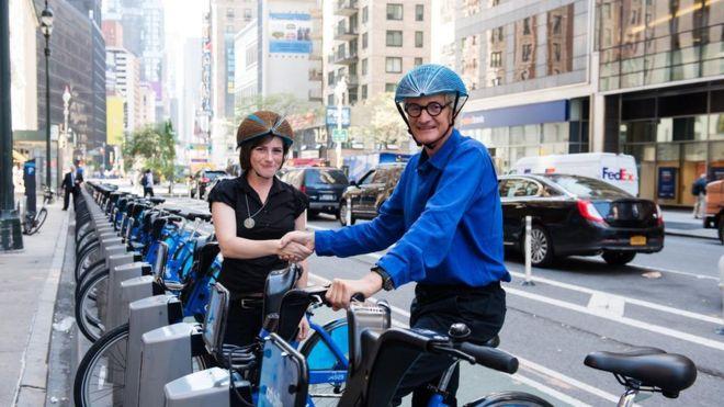 Një kaskë biçiklete prej letre fiton çmimin Dyson