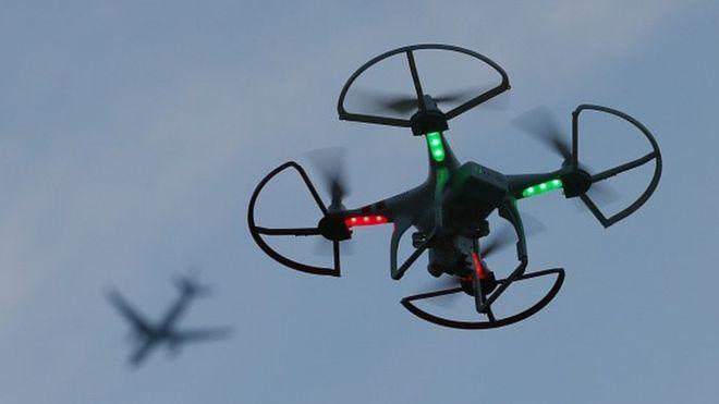 Një avion pasagjerësh dhe një dron kanë qenë pranë përplasjes mbi Londër