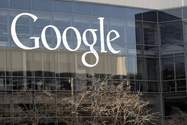 Historia e patreguar e shpërthimit të lajmeve të rreme në Google dhe Facebook