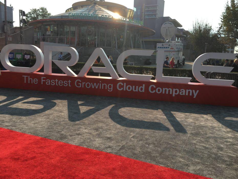 Oracle blen ofruesin e DNS-ve, Dyn