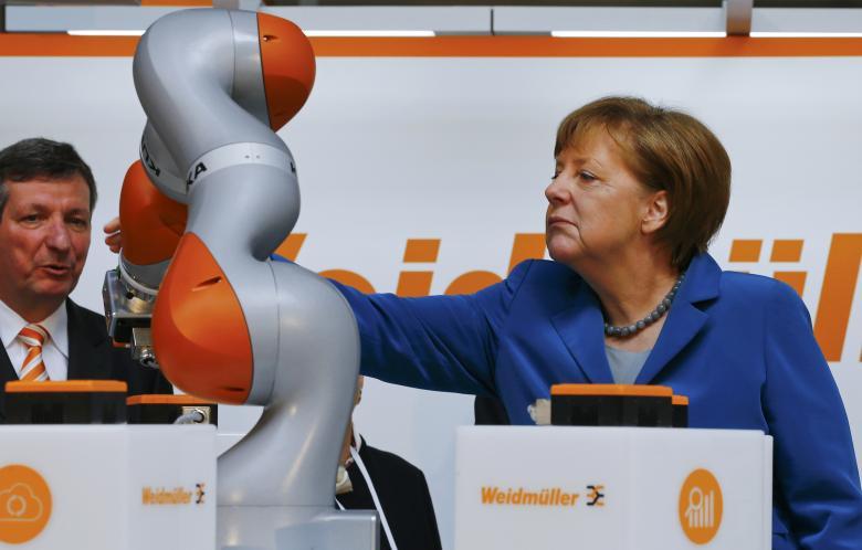Merkel: Në epokën dixhitale të vjetrit duhet të mësojnë nga të rinjtë
