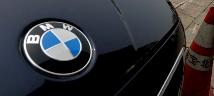 BMW-ja i ngre kurth një hajduti, e mbyll brenda makinës së vjedhur